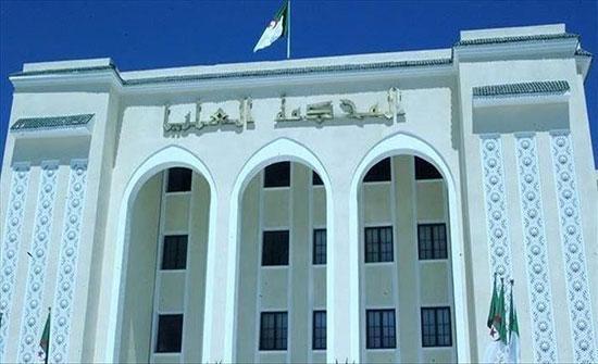 الجزائر.. حبس وزيرين سابقين باتهامات فساد