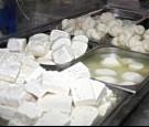 الوحدات : مصنع البان ملئ بالحشرات والجرذان ومياه المجاري تختلط بالمواد الغذائية