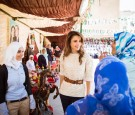 الملكة رانيا تشارك طالبات مدرسة صافوط الثانوية للبنات احتفالهن بالأعياد