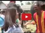 شاهد ماذا حدث مع فتاة حاولت إطعام فيل