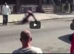 بالفيديو.. فتاة تتعرض للضرب لمدة 20 دقيقة فى الشارع