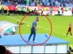 شاهد: كيف قام مدرب بوسني بتوجيه لاعبيه بعد حصوله على بطاقة حمراء؟