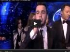 فيديو من أراب آيدول- ماذا فعل حازم الشريف عندما أعطته أحلام العلم السعودي