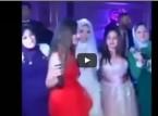 صديقات العروس يشعلن حفل الزفاف بأغنية من تأليفهن