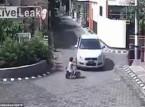 فيديو: طفلة تنجو بأعجوبة من الموت