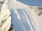 شاهد.. متزحلقة تنجو بأعجوبة من سقطة على ارتفاع 1000 قدم