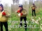 شاهد.. صياد تركي يخزن الأسماك الحية في ملابسه