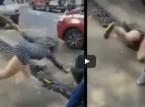 بالفيديو.. وصلة رقص لفتاة مع صديقها تنتهي بسقوطها في المجاري