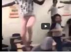 شاهد.. شاب ينتقم من فتاة للرقص على طاولته