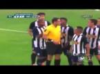 شاهد.. حكم مباراة في البيرو يطرد 4 لاعبين ومدربًا خلال خمس دقائق