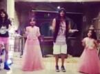فيديو : شاب يرقص مع الأطفال