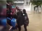 لحظة نقل الطلاب لمدارسهم داخل شاحنة النفايات في تونس