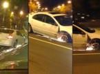 امرأة تستمر في قيادة سيارتها رغم فقدانها للإطار