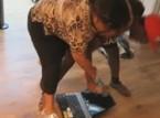 فيديو : حطم لاب توب والدته امام عينها