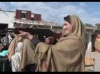 بالفيديو شاهد.. المدرسات الباكستانيات يحملن البنادق لحماية المدارس