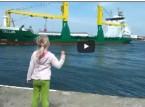 شاهد... بوق سفينة بضائع يتسبب في رعب طفلة