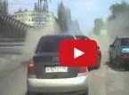 بالفيديو : شاهد شاحنة مسرعة تصدم سيارة