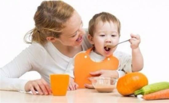 كيف تعلمين طفلك سلوكيات الطعام الصحية؟