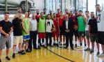 بالفيديو : ولي العهد يفاجىء الفريق الوطني لكرة السلة