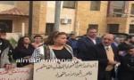 صور وفيديو  : نواب وناشطون ينفذون وقفة تضامنية مع ضحايا الكنيستين قبالة السفارة المصرية في عمان