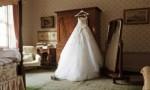 بالفيديو : فتاة أردنية توزع مياه على المارة وتطلب منهم الدعاء لها بالزواج