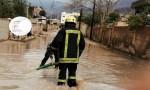 الدفاع المدني في الكرك يتعامل مع حالات مداهمة مياه لمنازل
