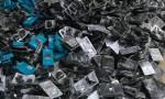 احباط تهريب 600 سيجارة إلكترونية ولوازمها
