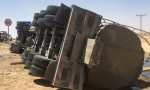 الطريق الصحراوي : اصابة سائق صهريج بعد تدهور مركبته وانسكاب 36,000 لتر ديزل منها