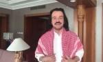 """بالفيديو : الموسيقار العالمي """"ياني"""" معجب بالكوفية الاردنية"""