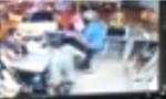 شاهد بالفيديو :  سائق تاكسي يدهم محلا بالزرقاء ويصيب اثنين ويفر من المكان