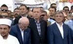 """أردوغان يتلو أوائل سورة """"البقرة"""" أثناء دفن جثمان رفيق دربه.. فيديو"""