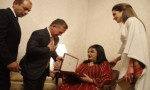 الملك ينعم على الفنانة سميرة توفيق بوسام تقديرا لمسيرتها الفنية