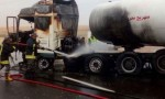 بالصور .. حريق في صهريج محروقات على ' الطريق الصحراوي'