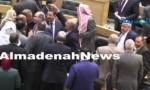 بالفيديو : شاهد كيف قدم النواب التهاني للملقي ووزرائه بعد فوزهم بالثقة