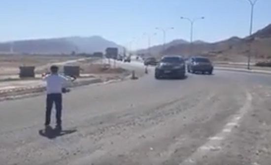 فيديو : مواطن يعترض موكب الملقي وهذا ما حصل !!