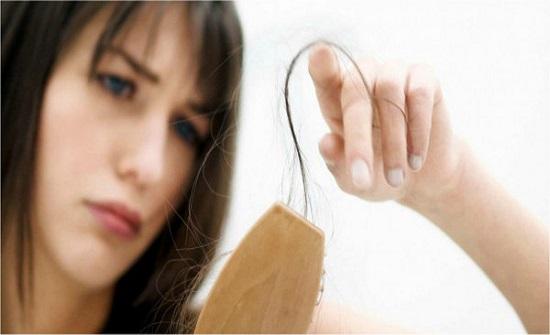 أعراض تُنذر بتدهور صحي إذا ترافقت مع تساقط الشعر.. فما هي؟