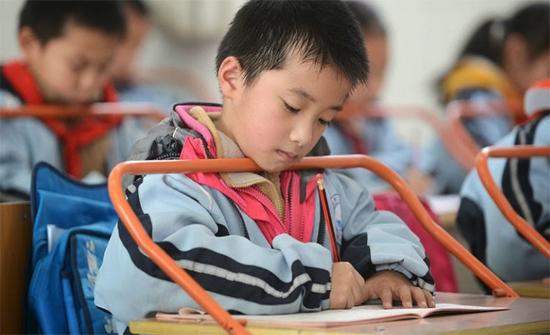 لماذا تفحص المدرسة وجوه تلاميذها