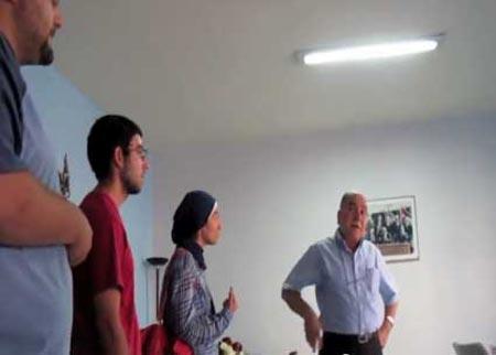 اللواء المتقاعد منصور أبو راشد يقاضي نشطاء أردنيين نشروا فيديو توبيخه على الفيس بوك ( فيديو )
