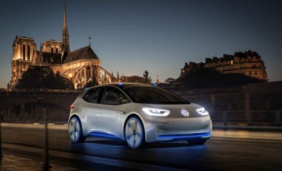 السيارات الكهربائية تغازل جمهورها.. الأضواء الملونة والممرات الآمنة