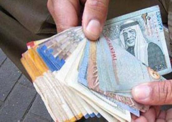 الحبس سنة لبائعي أجهزة خلوية بنقود مزورة في اربد