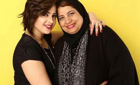"""والدة الفنانة المصرية صاحبة الفيديو الفاضح: """"أنا معاكي يا منى"""""""
