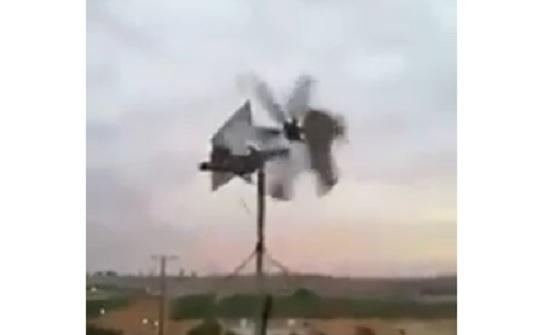 بالفيديو : مواطن يولد الكهرباء منزليا بعد فصلها عنه