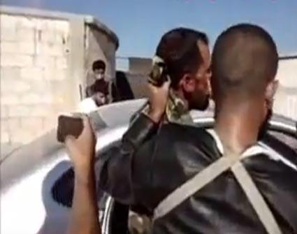 أسر شبيح من حزب الله  ( آخر معارك سوريا - 9 أشرطة فيديو )