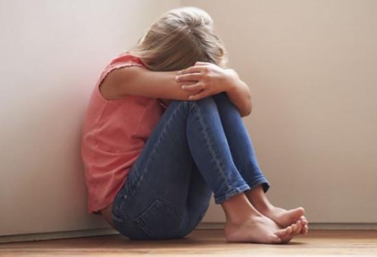 بالفيديو: 'واقعة مخيفة'.. مدرّس يعتدي على ابنة الـ8 سنوات
