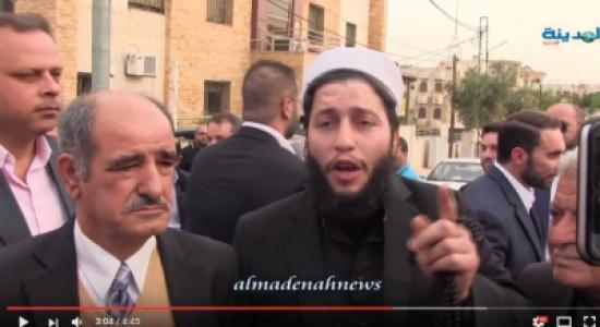 بالفيديو : شاهدوا الوقفة التضامنية التي نفذها ناشطون ونواب أمام السفارة المصرية  في عمان