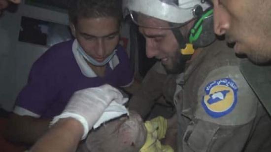 هل تذكرون هذا المسعف السوري الذي هز وسائل الإعلام ببكائه على طفلة أنقذها؟..  قُتل مع رفاقه برصاصات في الرأس