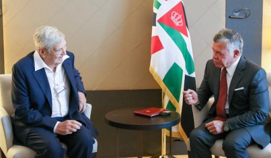 الملك يلتقي رئيس مؤسسة المجتمع المفتوح في دافوس