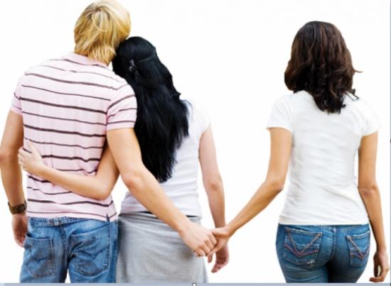 مصر- سيدة تطلب الطلاق: كان يحبسني بغرفة ويخونني مع عشيقته