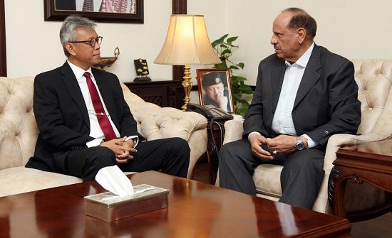 وزير الداخلية يبحث مع السفير الاندونيسي التعاون بالمجالات الامنية والشرطية