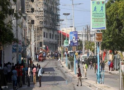 سيارة مفخخة تستهدف شخصيات مهمة في فندق بالصومال